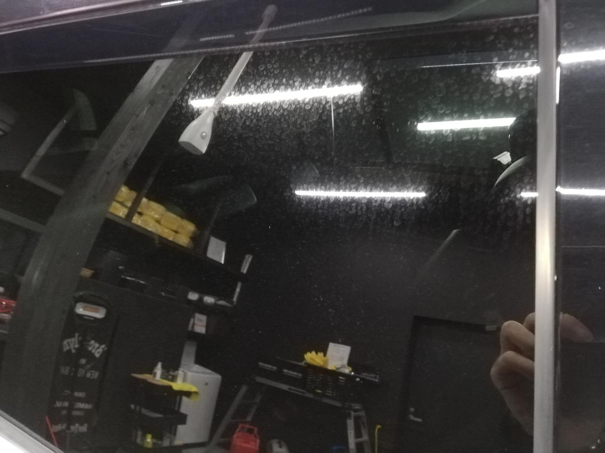 メルセデス・ベンツ/GL550 ウインドウガラスウロコ取り+撥水コーティング 札幌