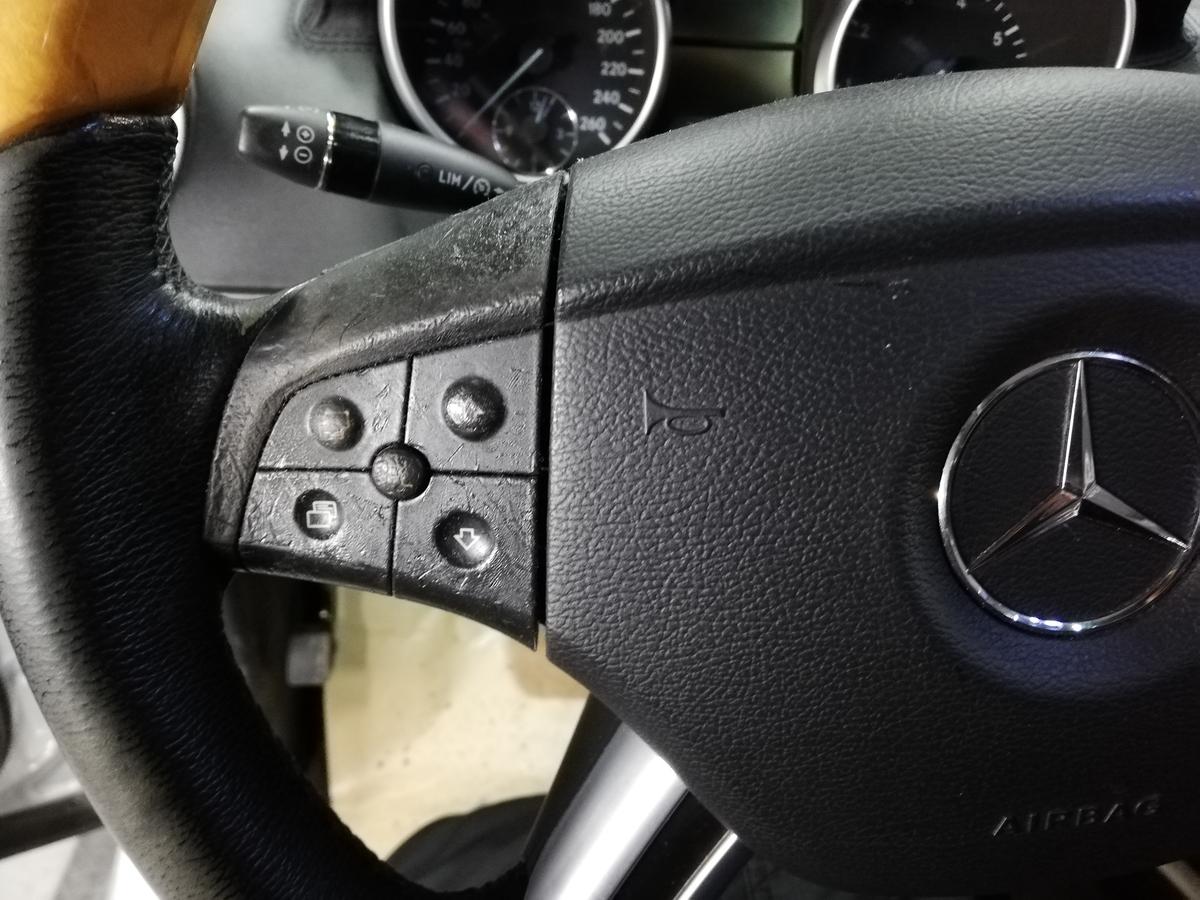 メルセデス・ベンツ/GL550 ステアリング ハンドル擦れ+スイッチパネルのベタ付きクリーニング 札幌