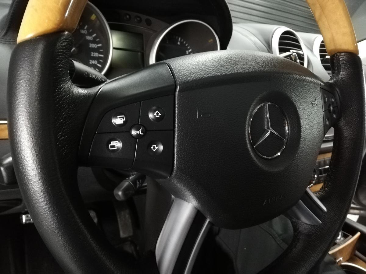 メルセデス・ベンツ/GL550 ステアリング ハンドル擦れ+スイッチパネルのベタ付きクリーニング 札幌5