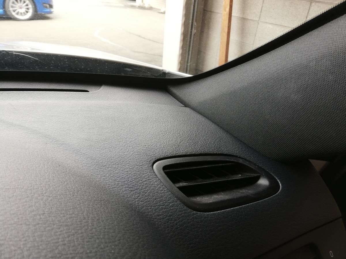 スバル/レガシィワゴン ダッシュボード 表皮剥がれ補修 札幌1