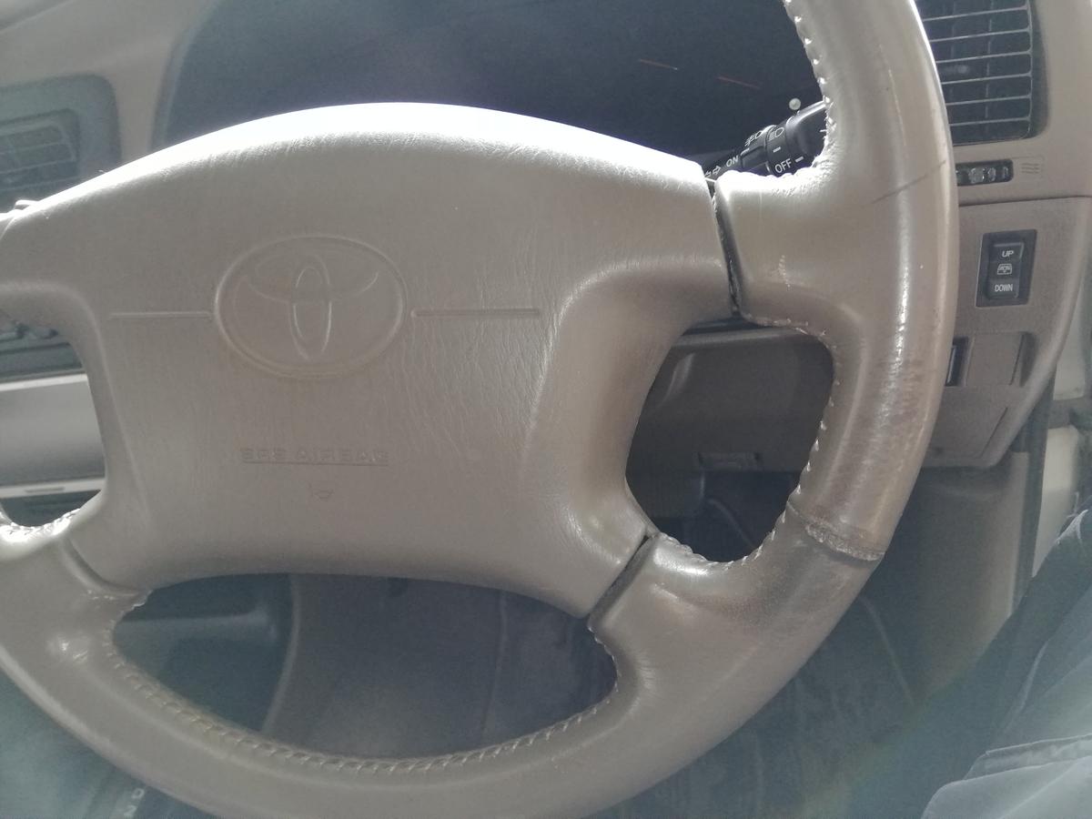 トヨタ/ハイラックス 革ハンドル/ステアリングの傷・劣化・擦れ・ひび割れ補修 札幌2