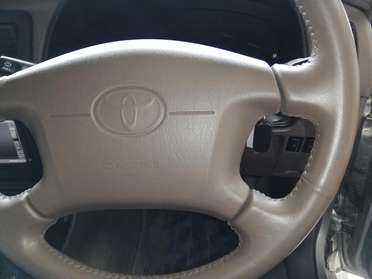 トヨタ/ハイラックス 革ハンドル/ステアリングの傷・劣化・擦れ・ひび割れ補修 札幌3