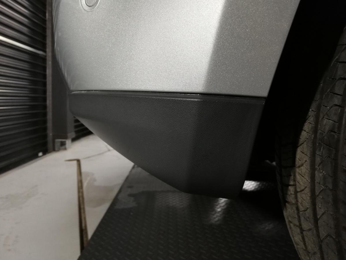 メルセデス・ベンツ/GL550 X164 ボディ研磨+樹脂硬化型コーティング【Ω/OMEGA】+ヘッドライト・ホイール・未塗装樹脂パーツコーティング札幌樹脂パーツ白ボケ1