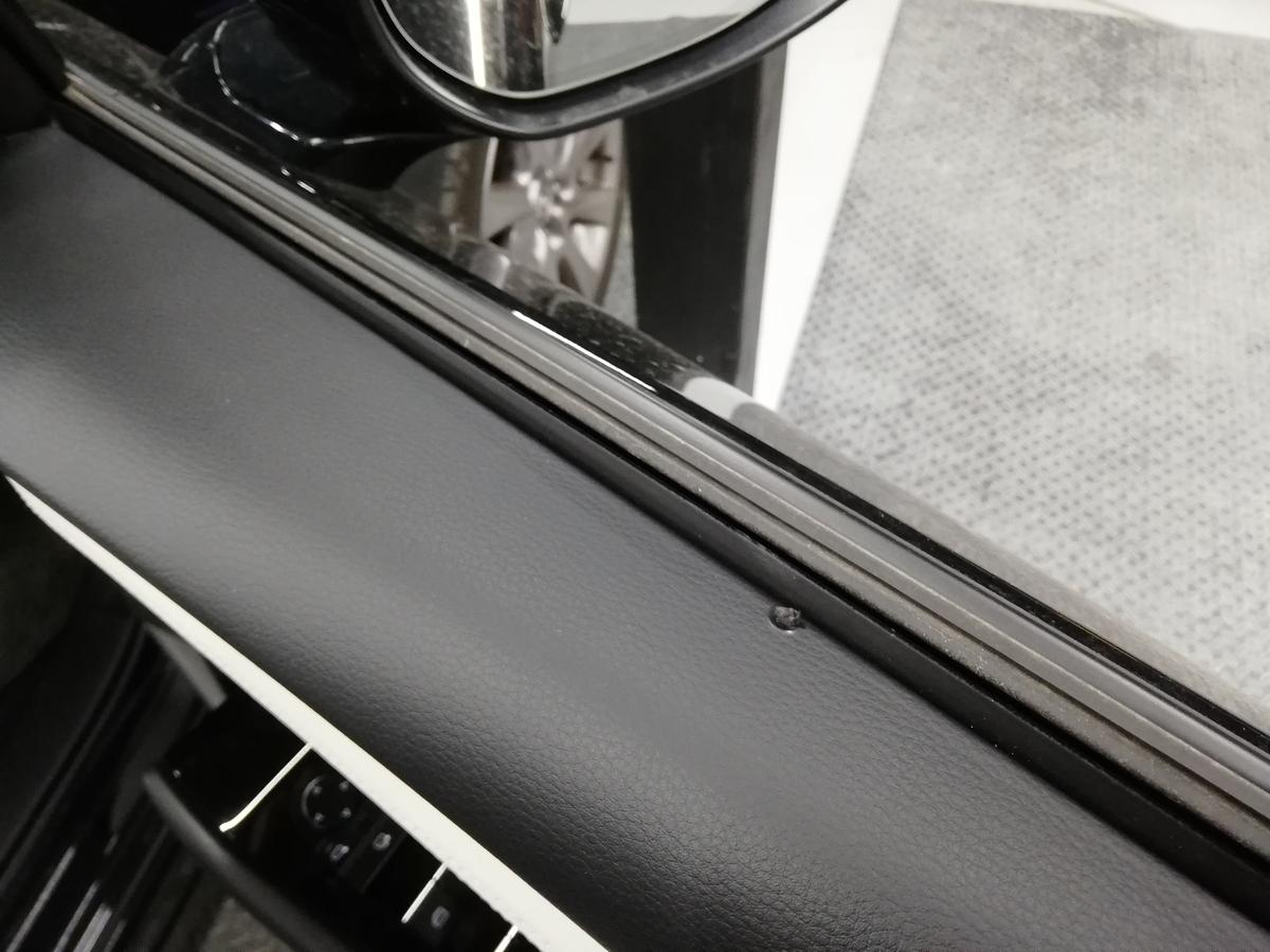 マツダ/MAZDA3 革シートたばこ焦げ穴・フロアカーペット焦げ穴・ドア内張り破れ補修 札幌5