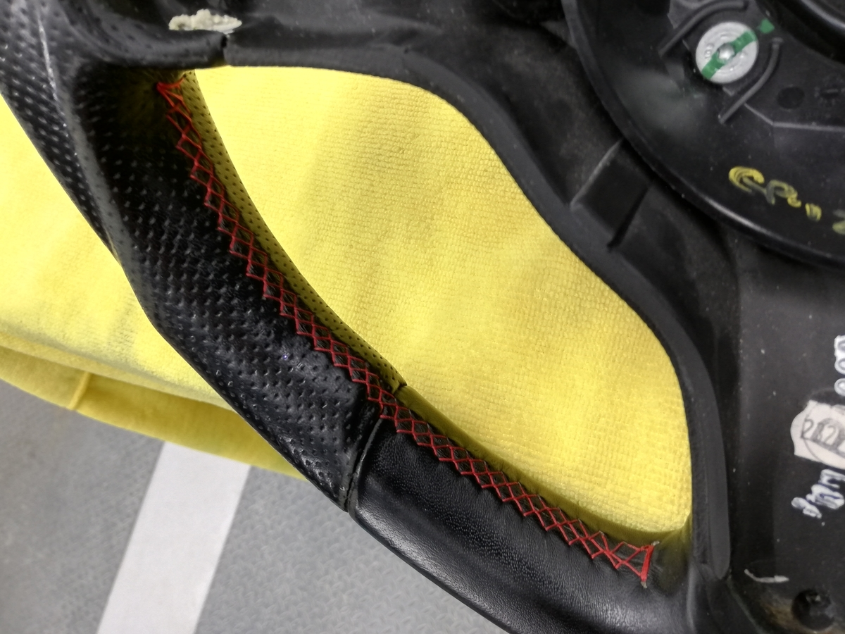 アルファロメオ/159 Q4 3.2JTS 革パンチングハンドル/ステアリングの擦れ補修+ステッチカラーリング札幌