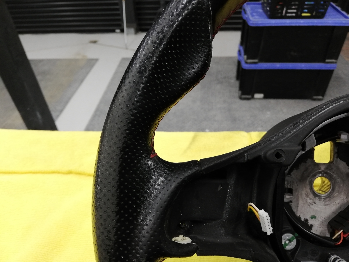 アルファロメオ/159 Q4 3.2JTS 革パンチングハンドル/ステアリングの擦れ補修+ステッチカラーリング札幌2