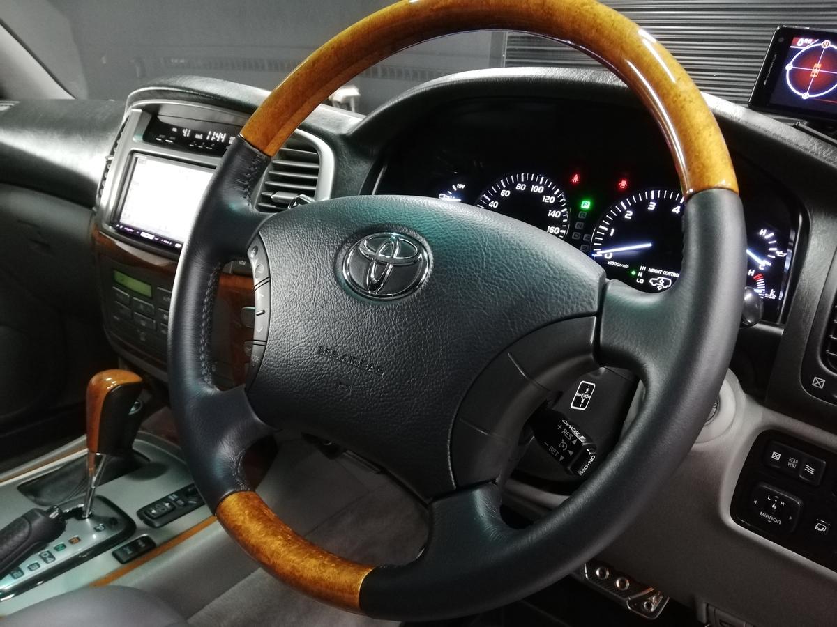 トヨタ/ランドクルーザー シグナス 革ハンドル/ステアリングの擦れ・破れ+革シート劣化・擦れ補修札幌1