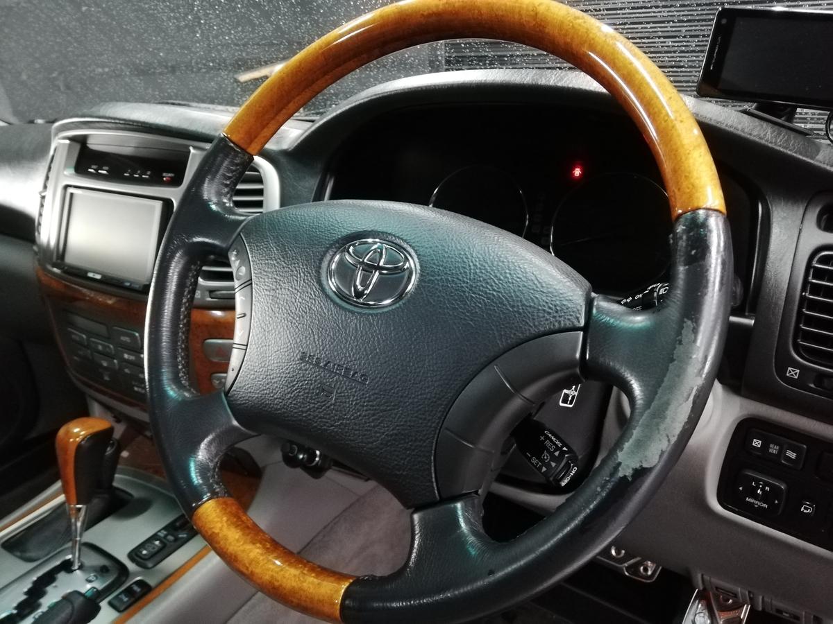 トヨタ/ランドクルーザー シグナス 革ハンドル/ステアリングの擦れ・破れ+革シート劣化・擦れ補修札幌