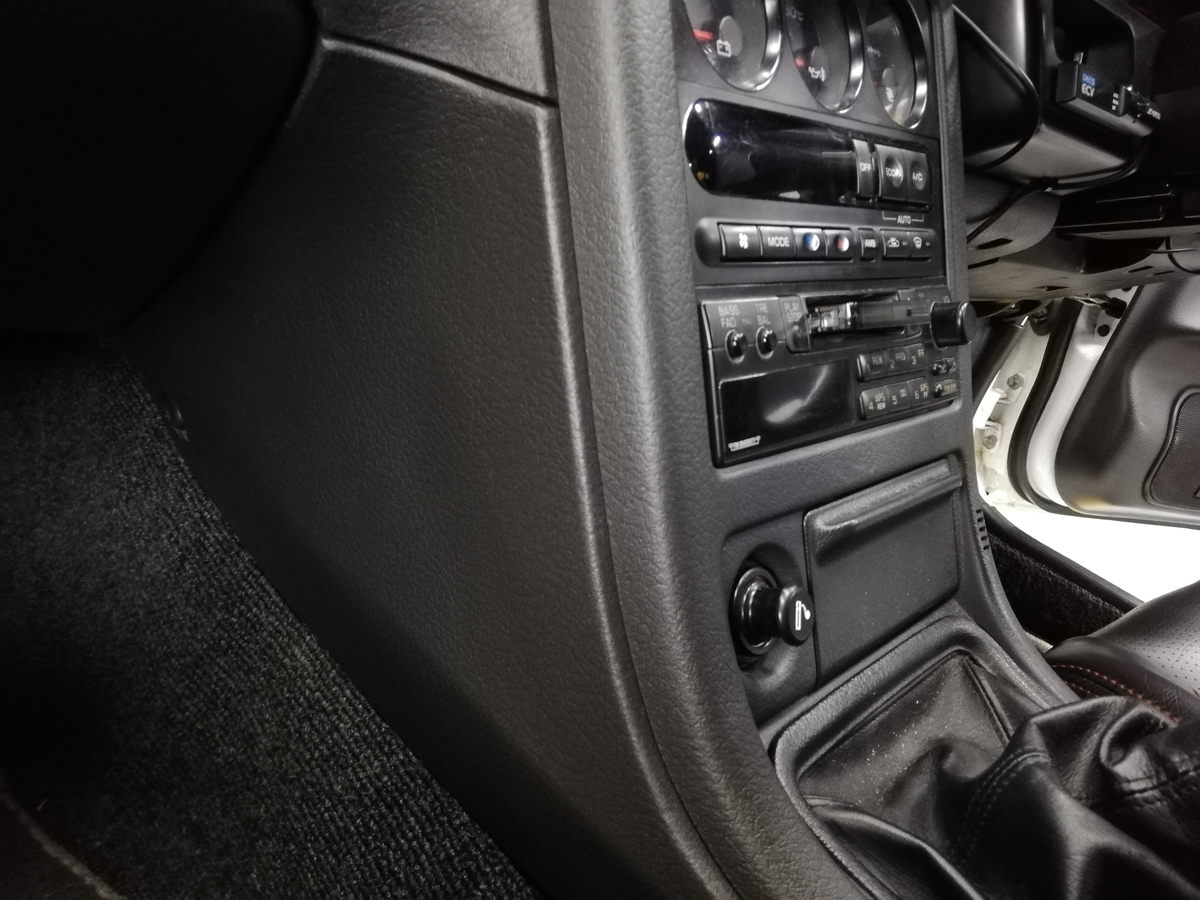 日産/GT-R BNR32 ダッシュボード表皮浮き剥がれ・センターコンソール傷+革シート擦れ+ドア内張傷の補修札幌3