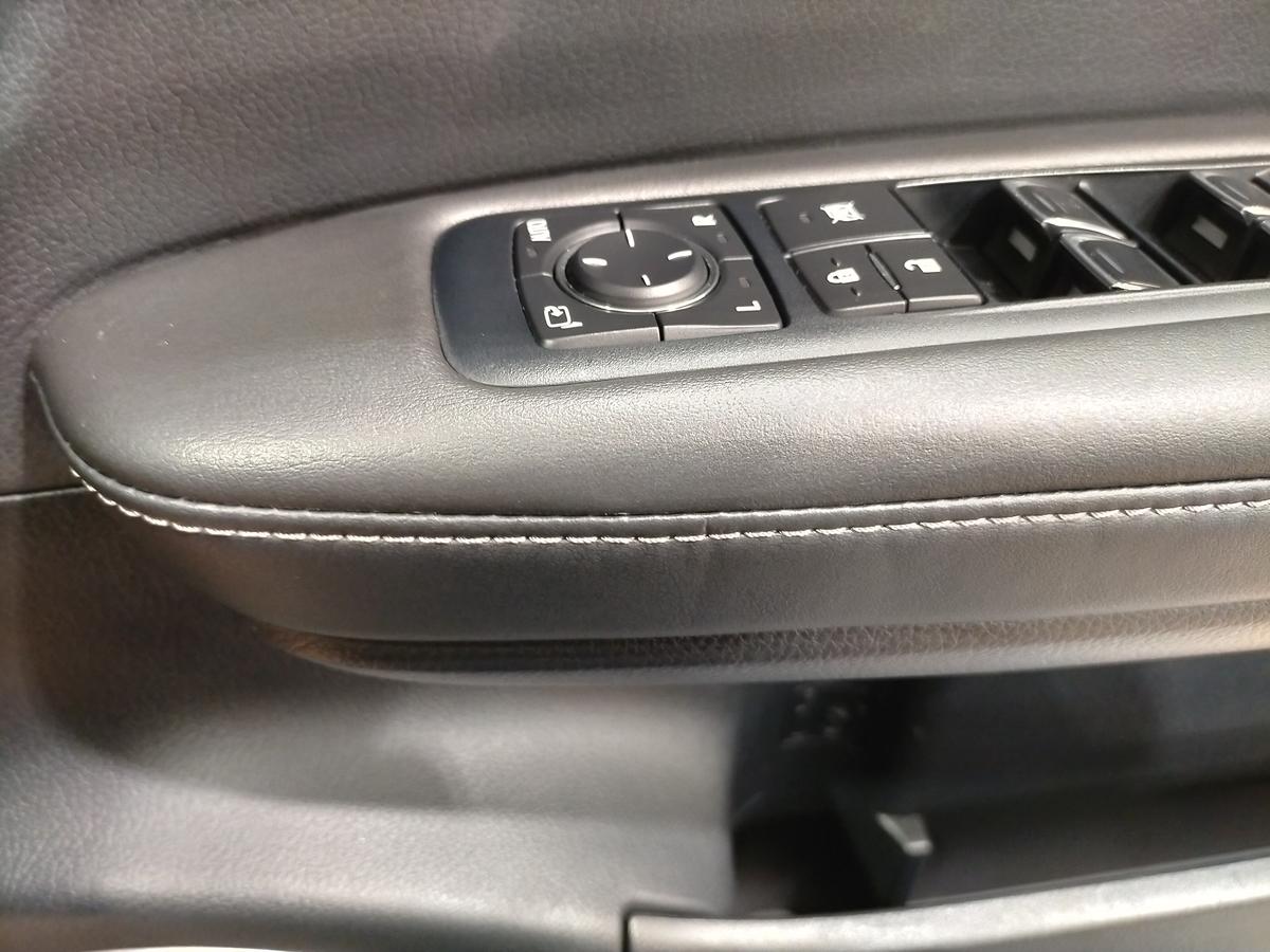 レクサスCPO認定中古車/RX200t ドアトリム/内張り破れ傷+タバコ焦げ穴補修札幌1
