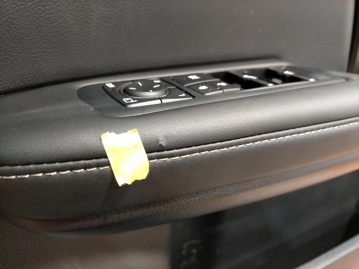 レクサスCPO認定中古車/RX200t ドアトリム/内張り破れ傷+タバコ焦げ穴補修札幌