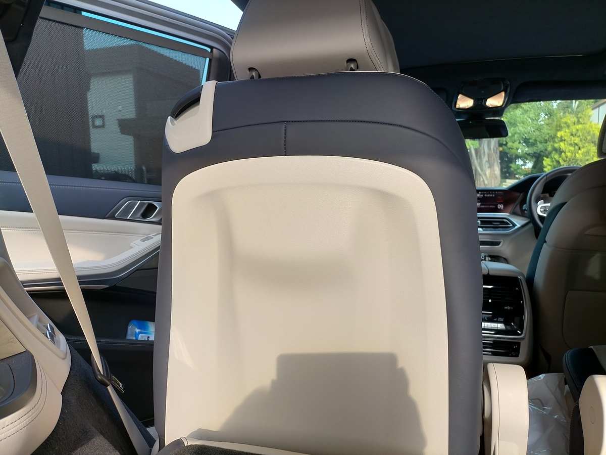BMW/X7 35dMスポーツ 本革/レザーシート 背面凹み跡の補修札幌北広島2