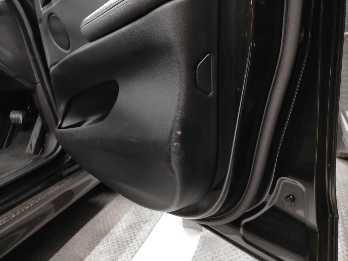 BMW/X5 F15型35dMスポーツ ドアトリム内張り破れ傷補修札幌北広島2