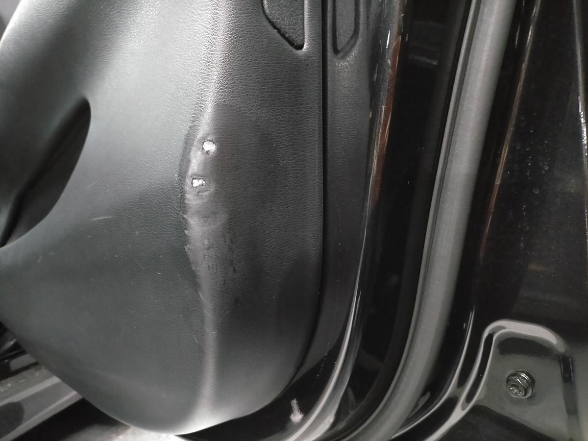 BMW/X5 F15型35dMスポーツ ドアトリム内張り破れ傷補修札幌北広島