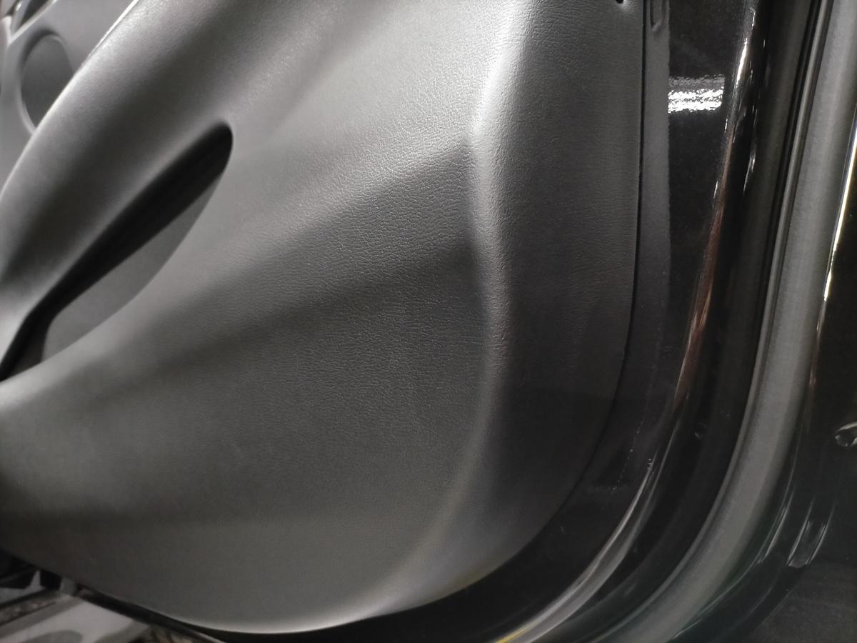BMW/X5 F15型35dMスポーツ ドアトリム内張り破れ傷補修札幌北広島1