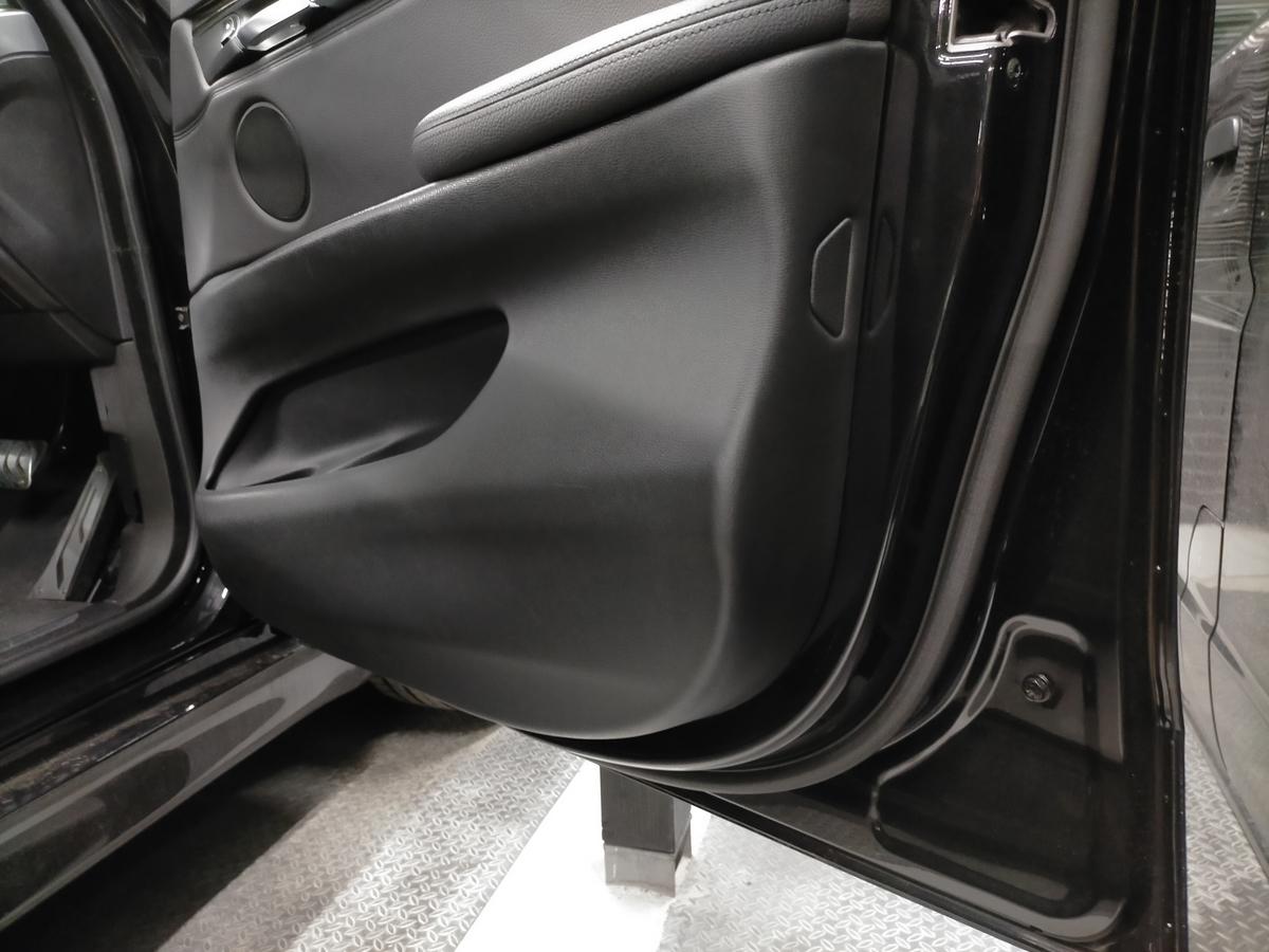 BMW/X5 F15型35dMスポーツ ドアトリム内張り破れ傷補修札幌北広島3