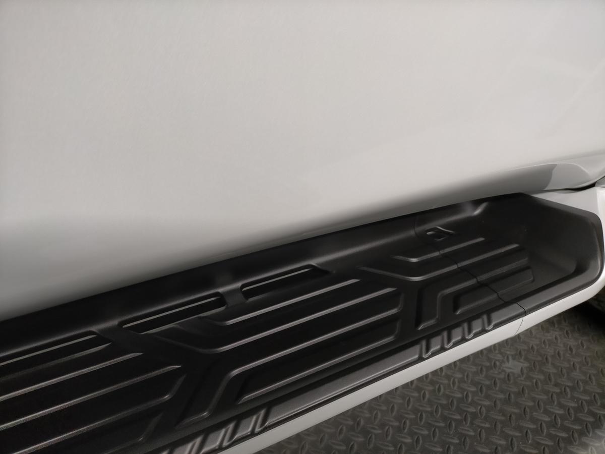 インフィニティ/QX80 2021´ ボディ磨き+樹脂硬化型コーティング【Ω/OMEGA】+ホイール・ヘッドライト・ウィンドウウロコ取り・メッキパーツ・未塗装樹脂パーツ各コーティング札幌北広島9