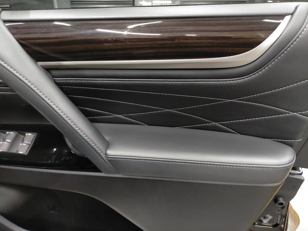 レクサス/LX570 ドアトリム内張り革アームレストの表皮剥がれ補修札幌北広島1
