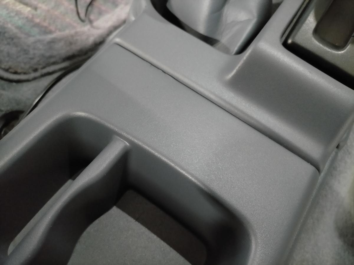 トヨタ/ハイラックスサーフ センターコンソール 配線用ビス穴跡の補修札幌北広島2
