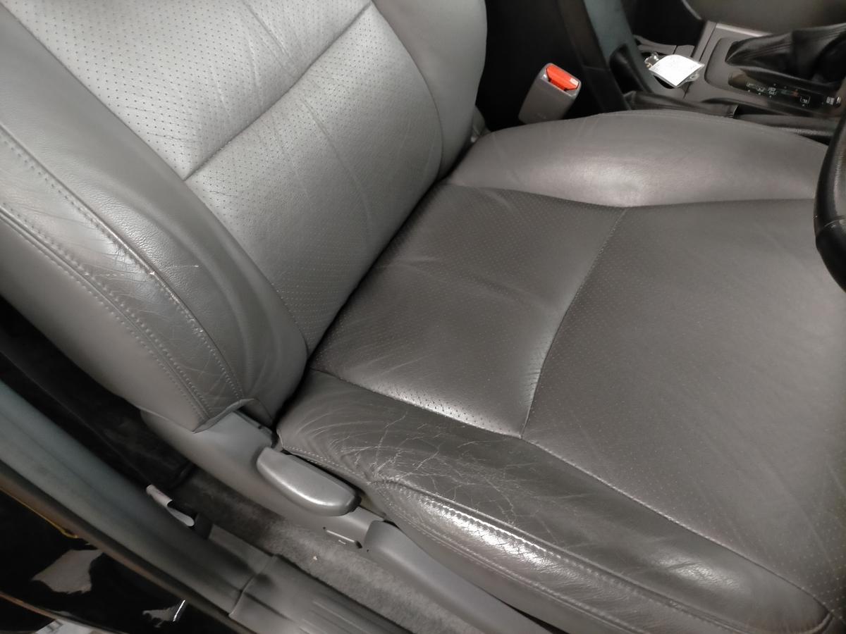 トヨタ/ランドクルーザープラド 革レザーシート劣化・ひび割れ・擦れ補修札幌北広島