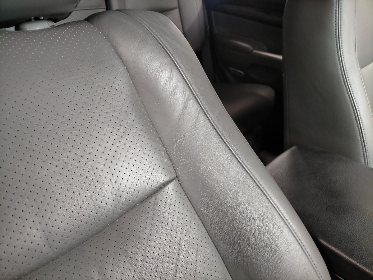 トヨタ/ランドクルーザープラド 革レザーシート劣化・ひび割れ・擦れ補修札幌北広島4