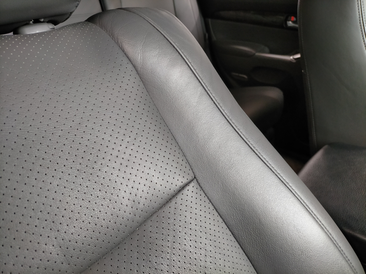 トヨタ/ランドクルーザープラド 革レザーシート劣化・ひび割れ・擦れ補修札幌北広島5