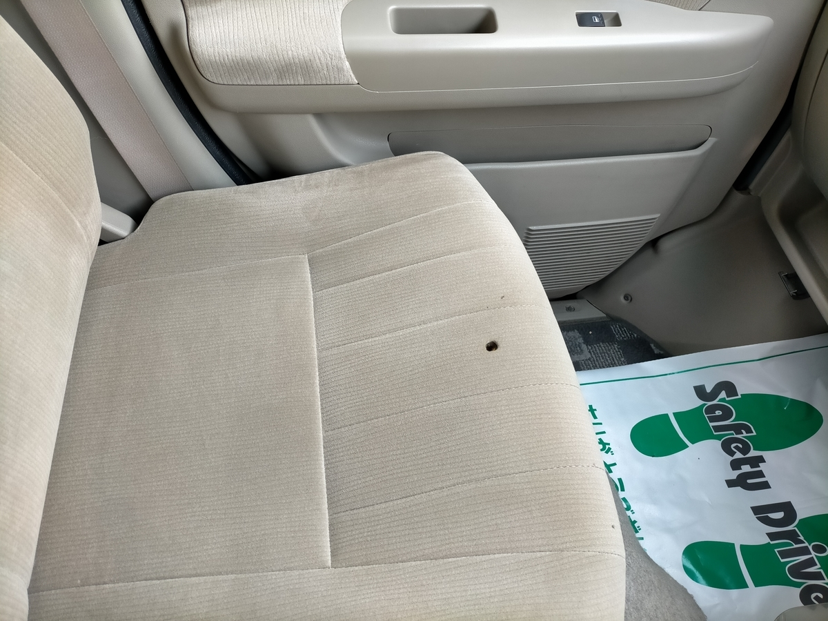 ダイハツ/アトレーワゴン 布地モケットシート タバコ焦げ穴跡の補修札幌北広島