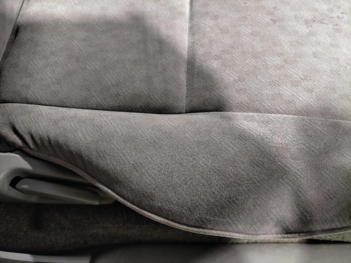 トヨタ/ハイエース アネックスリコルソ 布地モケットシート タバコ焦げ穴跡補修札幌北広島1