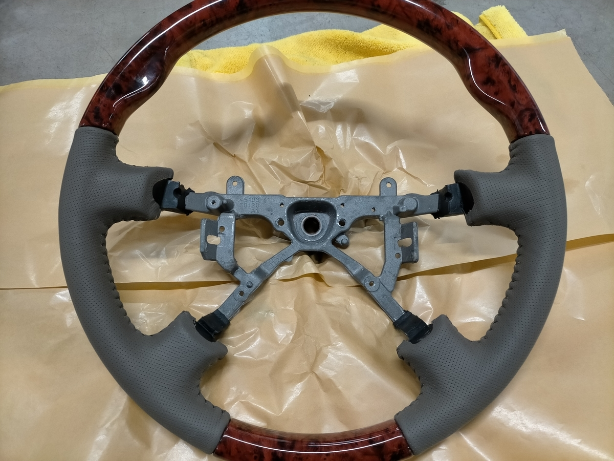 トヨタ/ランドクルーザー 革レザーウッドコンビハンドル/ステアリングのカラーチェンジ塗装札幌清田