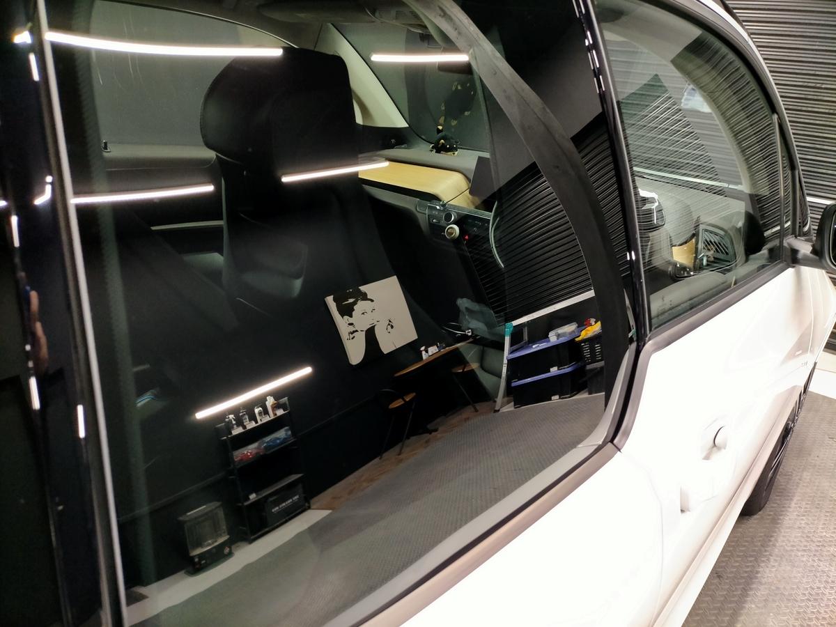 BMW/i3 ボディ磨き+樹脂硬化型コーティング【Ω/OMEGA】+ウィンドウガラスウロコ取り撥水加工+ホイールコーティング+未塗装樹脂パーツコーティング+革レザークリーニング・保湿トリートメント札幌清田5