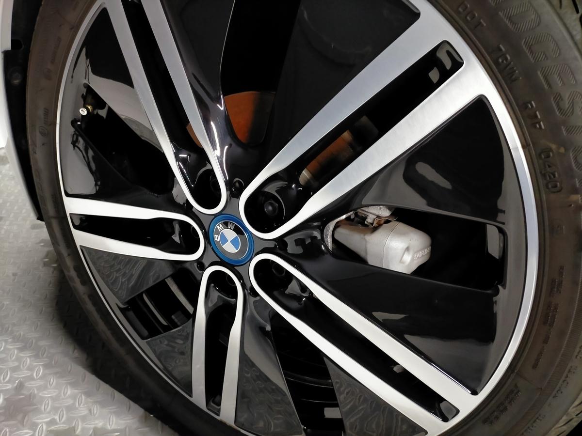 BMW/i3 ボディ磨き+樹脂硬化型コーティング【Ω/OMEGA】+ウィンドウガラスウロコ取り撥水加工+ホイールコーティング+未塗装樹脂パーツコーティング+革レザークリーニング・保湿トリートメント札幌清田6