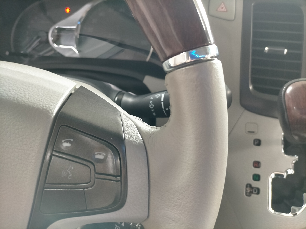 北米USトヨタ/シエナ本革レザーハンドル/ステアリング 劣化・擦れ補修札幌清田3
