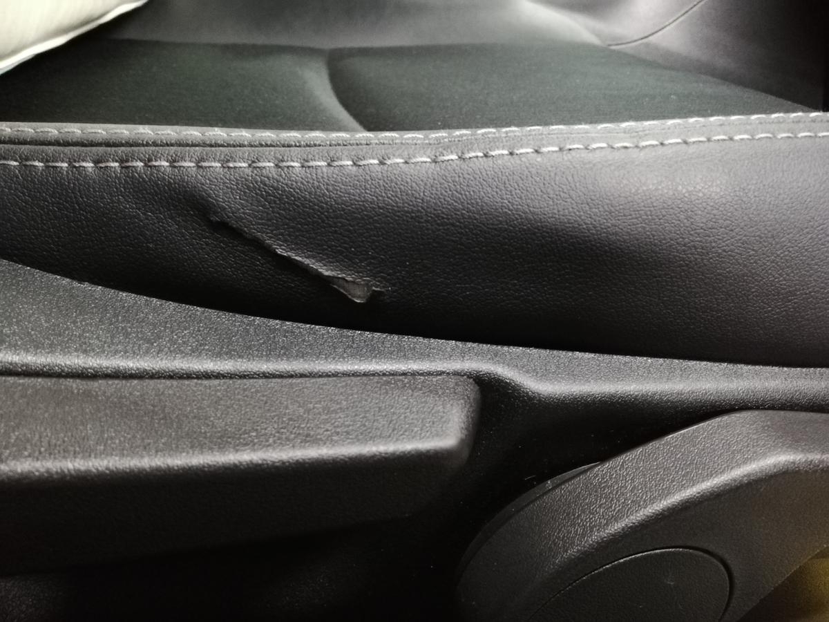 スバル/インプレッサスポーツ 合皮レザーシート 破れ裂け補修札幌北広島