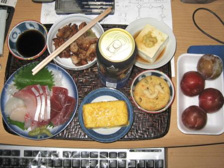 夕食(刺身(鯛、鮪、鰤、帆立)、卵焼き、奴、がんも、鶏ねぎ塩焼、発泡