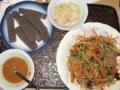 [肴]コンニャク、ガリ、甘味噌、もやし春菊人参豆板醤和え