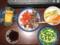 玉子焼き、サーモンかつお刺身、キャベツ人参ピクルス、醤油、さやえ
