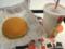 夕飯、ハンバーガー&アイスレモンティ