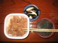 [牛丼]並@すき家+ワカメスープ+茄子の糠漬け