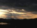[空][雲]ふれあい橋と光のシャワー