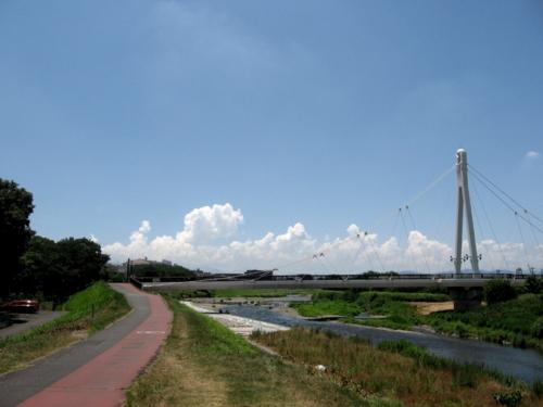 夏の空とふれあい橋