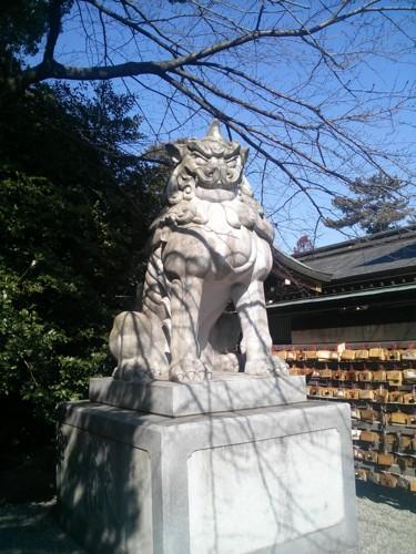 寒川神社の狛犬(左)