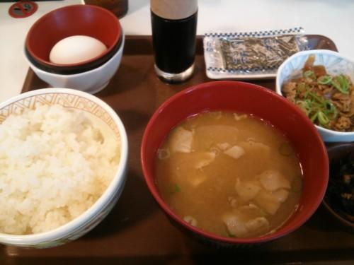 玉子かけご飯豚汁朝食+牛小鉢@すき家