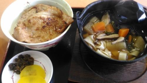お切り込みうどんと豚味噌丼セット@秩