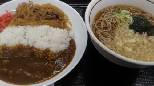 カレー牛丼たぬき蕎麦セット