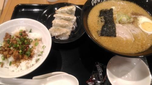 花月げんこつラーメン+豚めし餃子セット