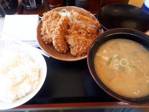 とん汁定食+ロースカツプラスワン