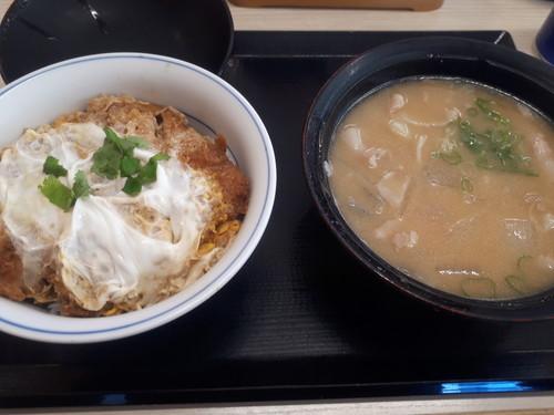 カツ丼竹+とん汁大