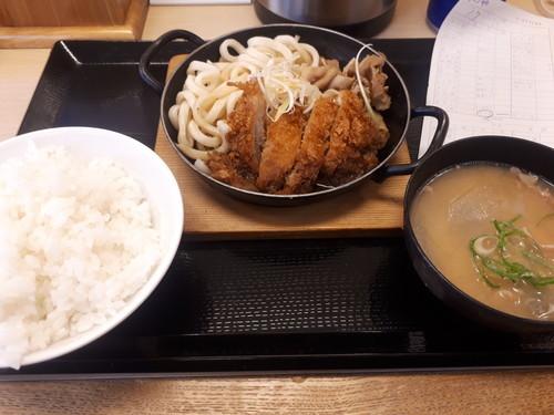 肉うどんチキンカツ定食