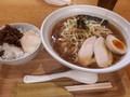 [纏][☆☆][ラーメン]平子煮干スープの葱そば+肉味噌のせ温卵ごはん