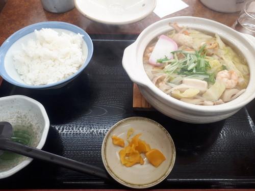 チャンポン風煮込み鍋焼焼きうどん+(ライス200g)